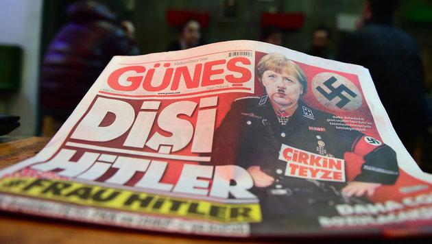 """Die türkische Zeitung """"Günes"""" mit Angela Merkel als """"Frau Hitler"""" auf dem Titelbild (Bild: AFP)"""