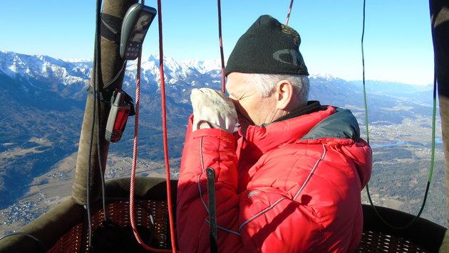 Immer wieder kontrolliert Hubert mit seinem Kompass die Fahrtrichtung. Es ist seine 1427. Fahrt! (Bild: Christian Spitzer)