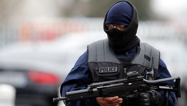 Hier stürzt sich Orly-Attentäter auf Soldatin (Bild: AFP)