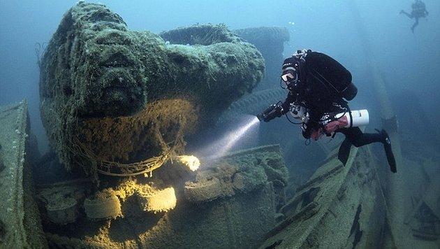 Schatzsucher auf der Jagd nach dem Weltkriegs-Gold (Bild: Caters News Agency)