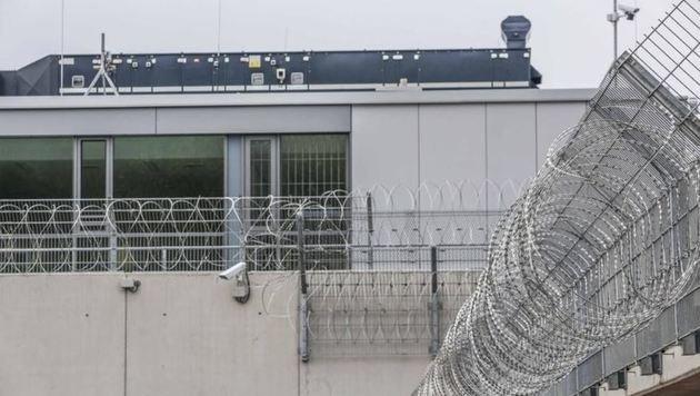 In einer dieser Zellen in Puch sitzt der Flachgauer, und wartet. (Bild: Markus Tschepp)