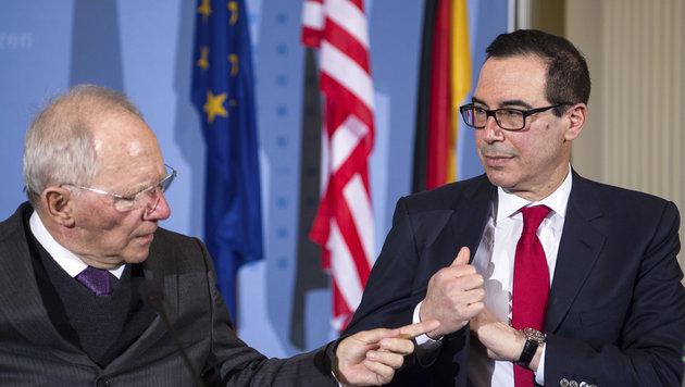 Deutschlands Finanzminister Wolfgang Schäuble und US-Amtskollege Steven Mnuchin (Bild: AP)