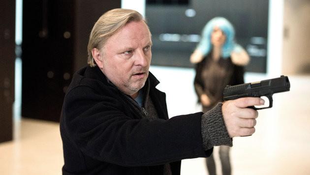"""""""Tatort""""-Kommissar Prahl im Netz betrogen (Bild: ORF)"""
