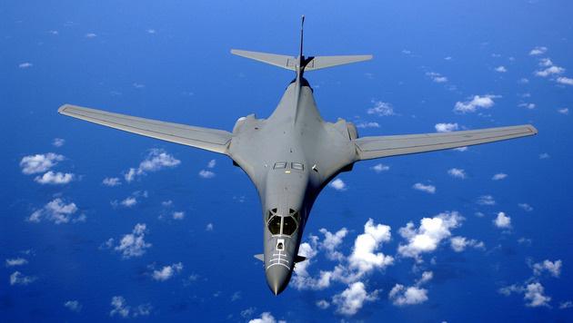 Ein B-1-Bomber über dem Pazifik (Bild: US Air Force/SSgt Bennie J. Davis III)