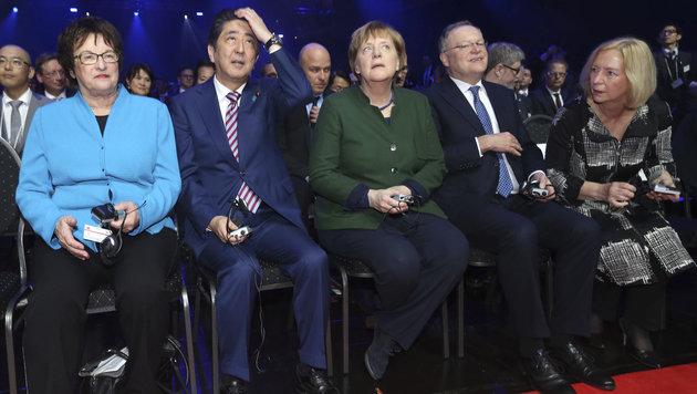 Merkel und Abe eröffnen Hightech-Messe CeBIT (Bild: dpa)