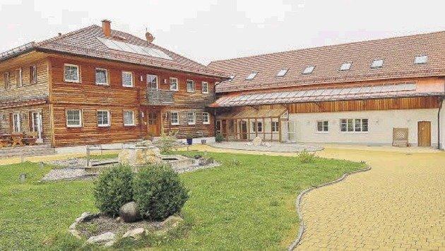 Das Schmuckstück des Ex-ASKÖ-Präsidenten steht im Mittelpunkt: der Sportbauernhof in Waldzell. (Bild: Markus Tschepp)