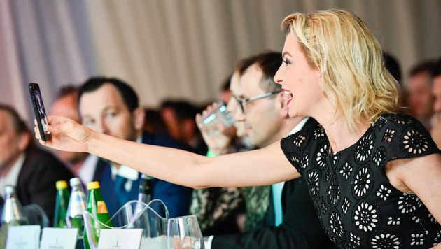 Guilia Siegel machte in der Jury Erinnerungsfotos. (Bild: Markus Wenzel)