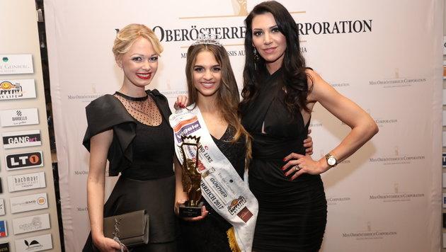 Bianca Kronsteiner mit den beiden Miss OÖ-Macherinnen Janin Baumann und Nicole Kern. (Bild: Heli Mayr)