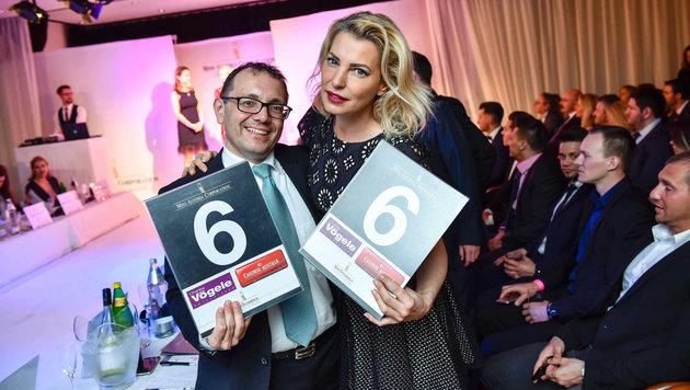 Teil der Jury im Linzer Casino: Hans Dieter Bergmann (Therme Geinberg) und Model Giulia Siegel. (Bild: Markus Wenzel)