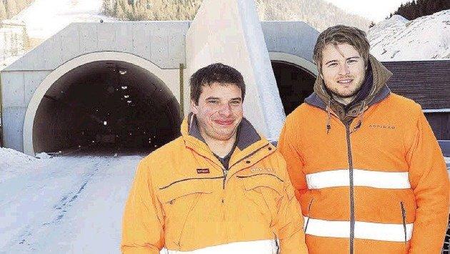 Asfinag-Projektleiter Heiß und der Leiter der Sicherheitstechnik Schaidreiter vorm Nordportal. (Bild: Roland Holitzky)