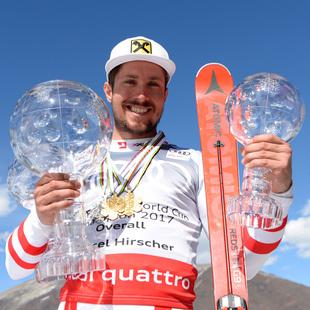 Marcel Hirscher feiert mit Bier und Cheeseburger (Bild: APA/HANS KLAUS TECHT)