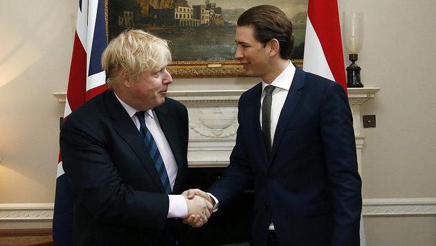 Handshake: Außenminister Sebastian Kurz traf in London seinen britischen Kollegen Boris Johnson. (Bild: APA/AUSSENMINISTERIUM/DRAGAN TATIC)