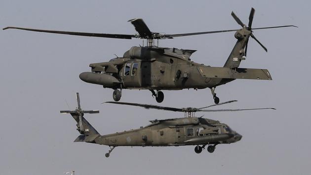 Blackhawk-Hubschrauber der US-Armee während einer Übung in Rumänien (Bild: AP)