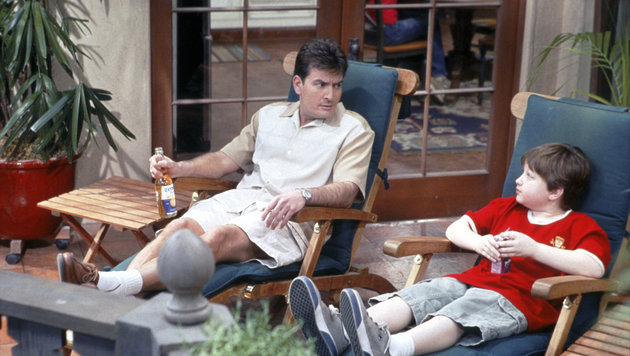 "Charlie Sheen in der Serie ""Two and a half Men"" (Bild: Hollywood Picture Press, face to face)"