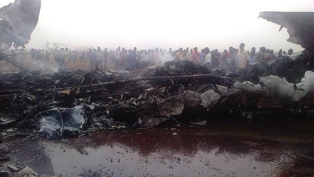 Sudan: Flieger bei Landung in Flammen aufgegangen (Bild: AFP/Lawrence Ugali)