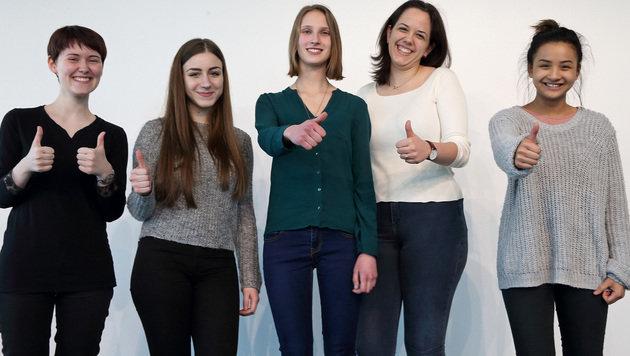 Sarah Emhofer, Yvonne Steindl, Sarah Franjic, Nina Michlmayr  und Jennifer Nuchangpuak (v. links). (Bild: Land OÖ)
