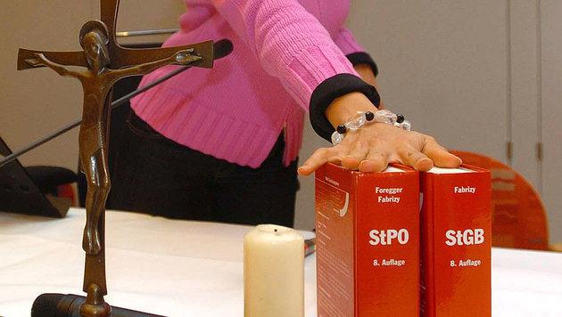 NEOS wollen auch Kreuze aus Gerichten verbannen (Bild: APA/Barbara Gindl)