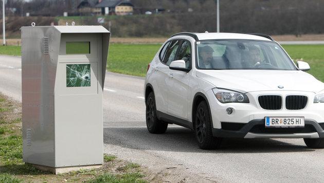 Nach dem Feuerattentat im vorigen März wurde nun diese Radarbox in Braunau eingeschlagen. (Bild: Pressefoto Scharinger © Daniel Scharinger)