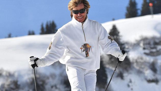 Auf den Skiern ist Hansi Hinterseer immer noch flott unterwegs. (Bild: ORF)