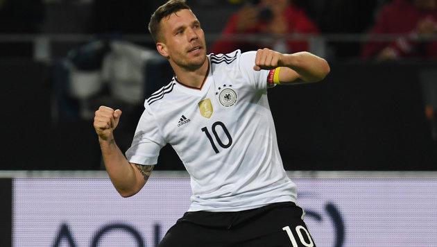 Podolski ballert DFB bei seinem Abschied zum Sieg! (Bild: AFP)