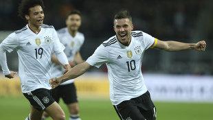 Podolski ballert DFB bei seinem Abschied zum Sieg! (Bild: AP)