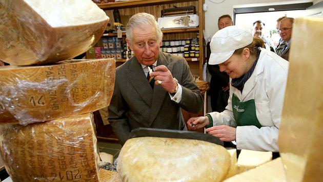 """Prinz Charles findet den Käse """"unwiderstehlich"""" (Bild: Viennareport)"""