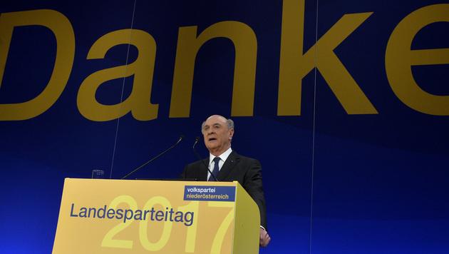 Erwin Prölls letzter Landesparteitag als Chef der ÖVP Niederösterreich (Bild: APA/HERBERT PFARRHOFER)