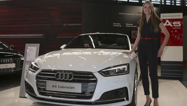 Auch ein Newcomer des Autofrühlings für Oben-Ohne-Freunde: Audi 5er-Cabrio, befühlt von Theresa (Bild: Andreas Tröster)