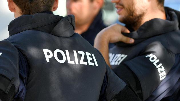 Polizei entdeckt toten Lkw-Fahrer hinterm Steuer (Bild: BARBARA GINDL/APA/picturedesk.com)