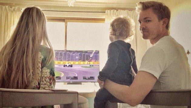 """""""Sie liebt Autos"""" - F1-Weltmeister Nico Rosberg verfolgte mit seiner Tochter den GP von Australien. (Bild: facebook.com)"""