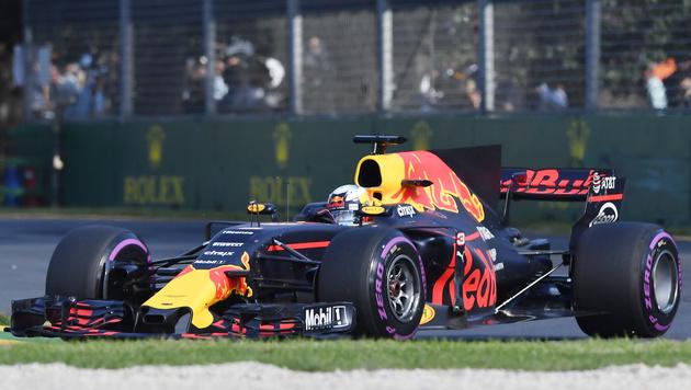 Daniel Ricciardo tröstete sich mit ein paar Drinks (Bild: AP)