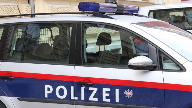 Binnen von zwei Tagen wurden zwei Alkolenker in Lenzing und Urfahr von der Polizei zweimal gestoppt. (Bild: KRONEN ZEITUNG)
