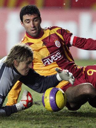 Galatasaray schließt Hakan Sükür & Arif Erdem aus (Bild: AFP)