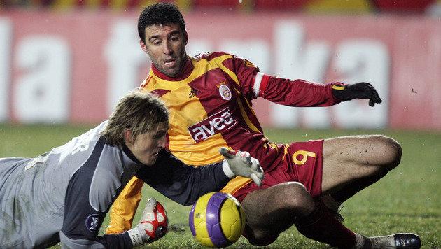 Hakan Sükür (re.) im Jahr 2008 im Dress von Galatasaray Istanbul (Bild: AFP)