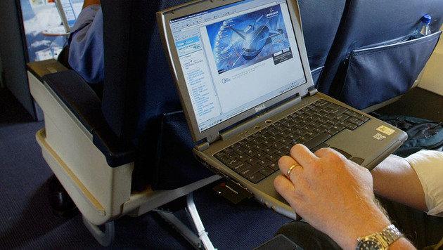 Laptop-Verbot im Flugzeug bald auch in Europa? (Bild: AP)