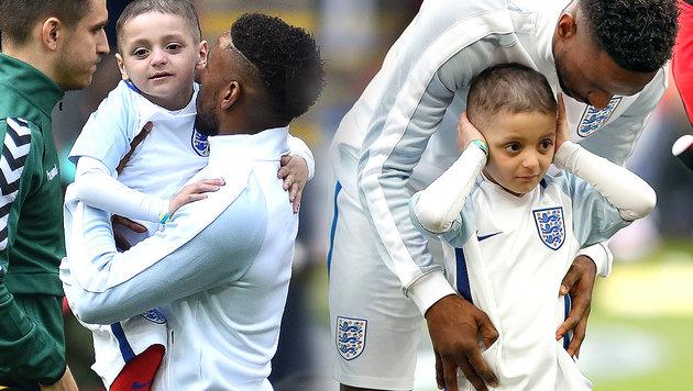 Todkranker Bub (5) läuft mit England-Stars ein! (Bild: AP, AFP)