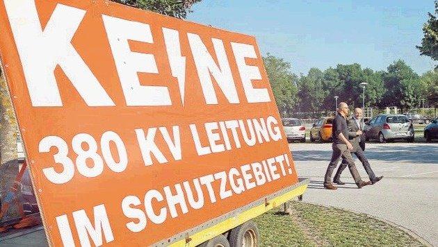 Viele Salzburger fordern: Wenn schon eine Stromautobahn kommt, dann nur unter der Erde! (Bild: picturedesk.com)