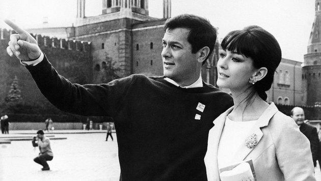 Tony Curtis mit Christine Kaufmann 1963 (Bild: Associated Press)