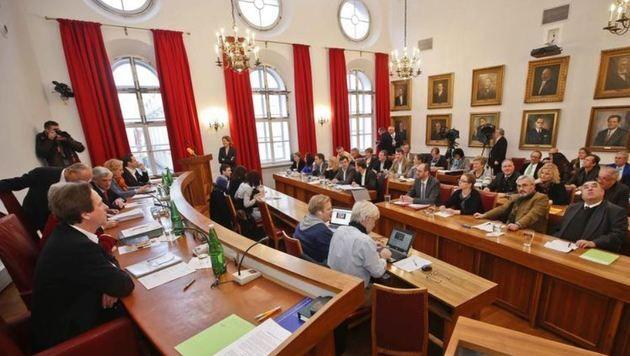 Gemeinderat nicht informiert? Nicht vollständig, sagen ÖVP, BL, NEOS & FPÖ - die SPÖ bestreitet das. (Bild: MArkus Tschepp)