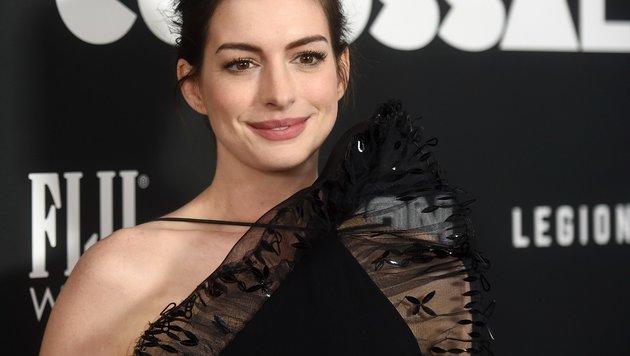 """Anne Hathaway beeindruckte bei der """"Colossal""""-Premiere in New York (Bild: AFP)"""