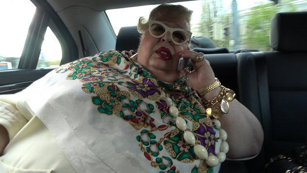"Mit ""Madame Nina"" im Taxi (Bild: krone.at)"