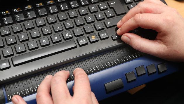 Die Braille-Zeile übersetzt elektronische Dokumente für Blinde und Sehbehinderte (Bild: Juergen Radspieler)