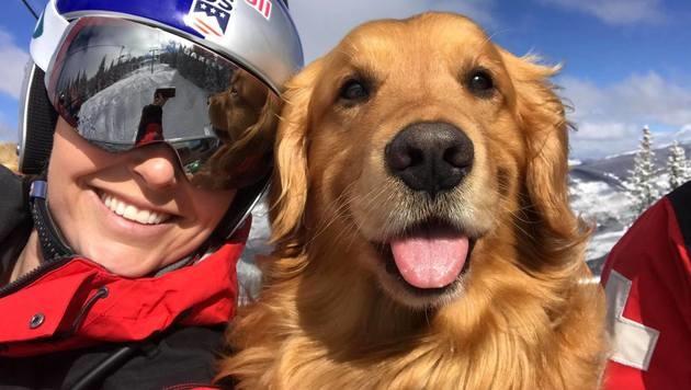 Lindsey Vonn und ihr tierischer Skibegleiter in Vail! (Bild: facebook.com/Lindsey Vonn)