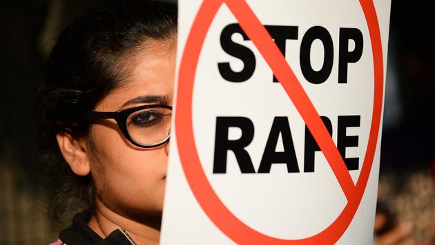 Missbrauchte Inderin schneidet Prediger Penis ab (Bild: AFP (Symbolbild))
