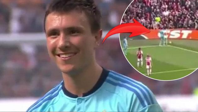 Feyenoord-Kicker knallt Ball in Ajax-Fankurve! (Bild: YouTube.com)