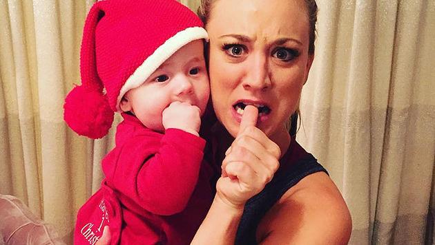 Kaley Cuoco mit der Tochter ihrer besten Freundin (Bild: instagram.com/normancook)