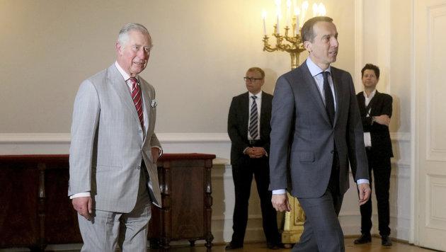 Charles trifft Bundeskanzler Kern. (Bild: The Associated Press)