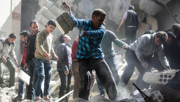 Szenen nach einem Raketenangriff in Syrien (Bild: AFP)