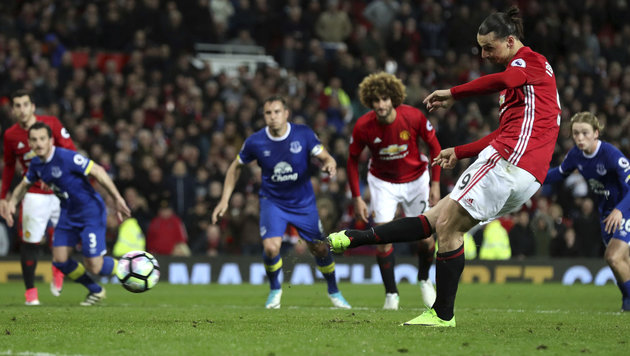 Ibrahimovic rettet Manchester United mageres Remis (Bild: AP)