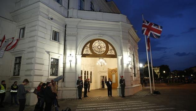 Die Hofburg zeigte sich am Mittwochabend bereit für Charles und Camilla. (Bild: Reinhard Holl)